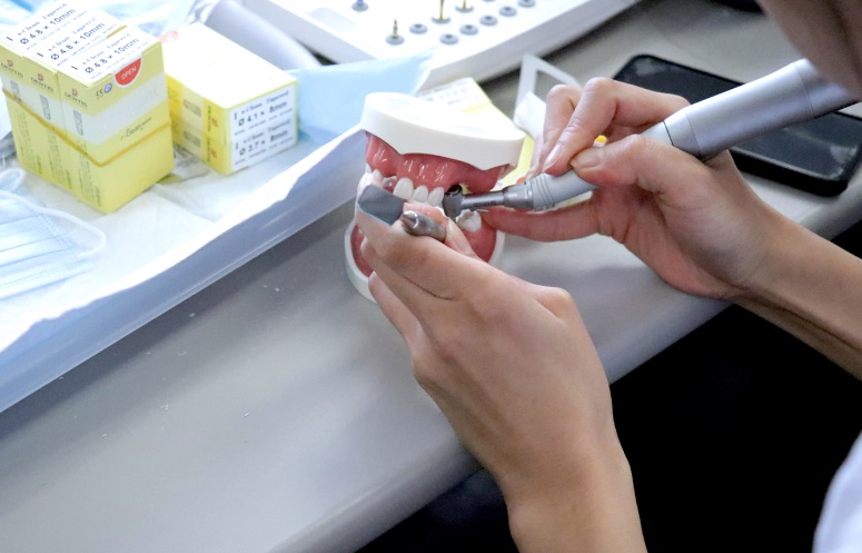 Introduction to Implant Dentistry